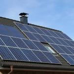 Životnost fotovoltaického systému na střeše má být 30 let. Úvěr bude majitel splácet jen třetinu této doby.